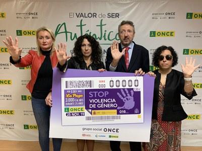 Responsables de la ONCE en Andalucía junto a Rocío Ruiz