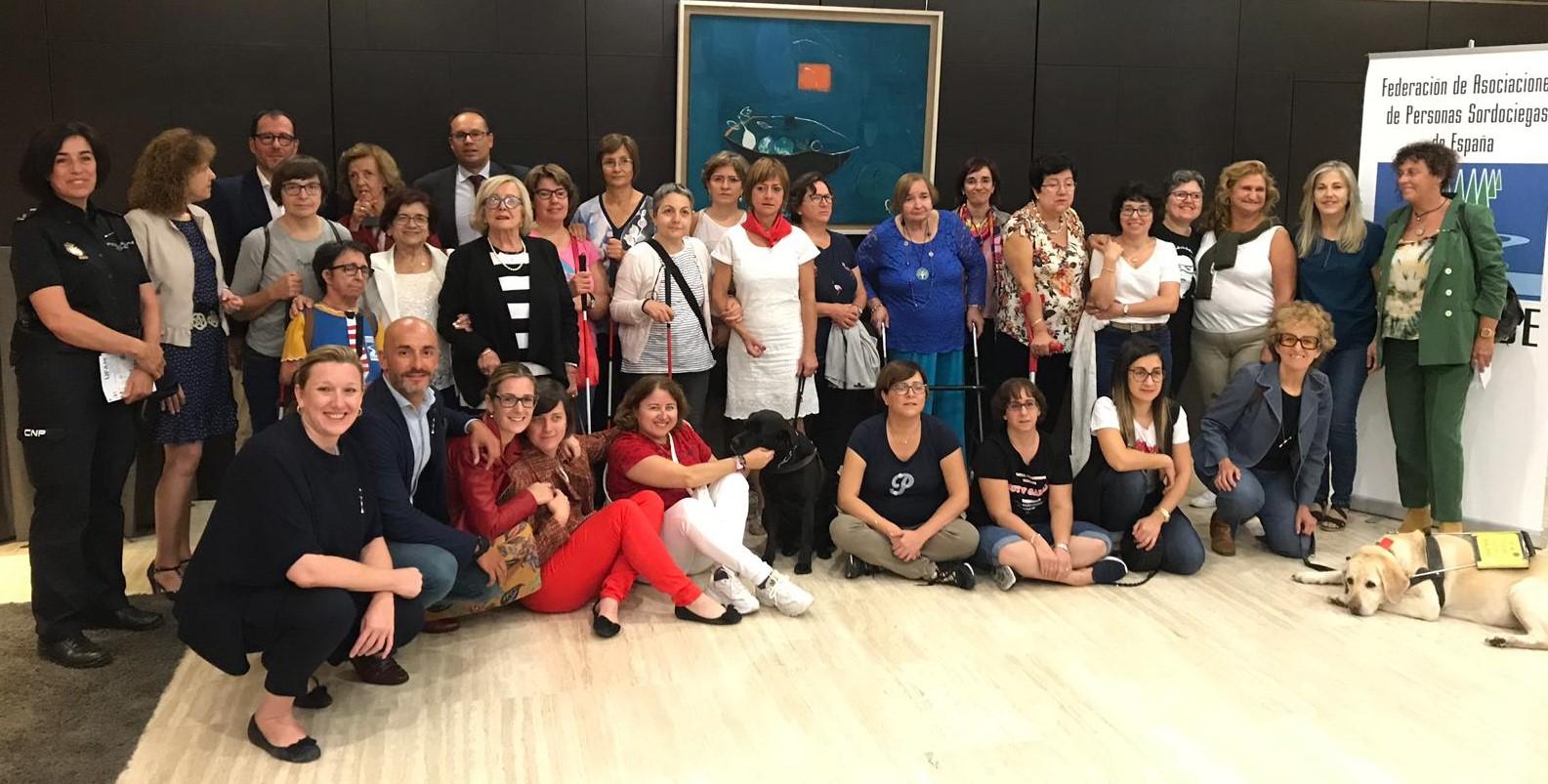 Asistentes y participantes en el encuentro