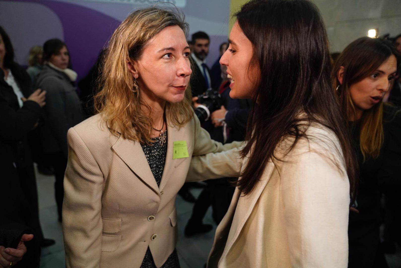 Patricia Sanz saluda a la nueva ministra de Igualad, Irene Montero, en acto de toma de posesión el pasado 13 de enero en el ministerio