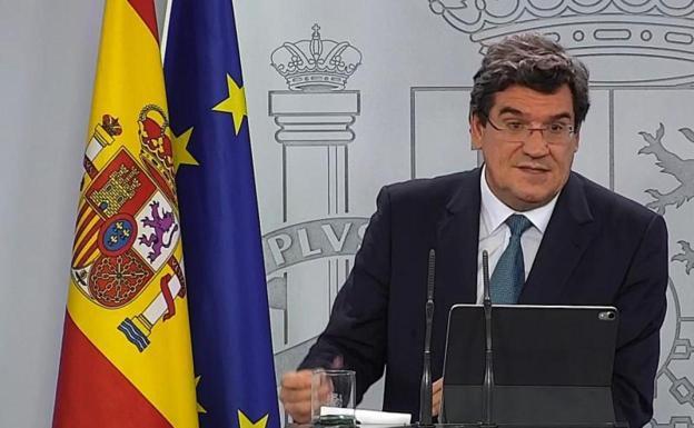 El ministro José Luis Escrivá tras la aprobación del ingreso en el Consejo de Ministros
