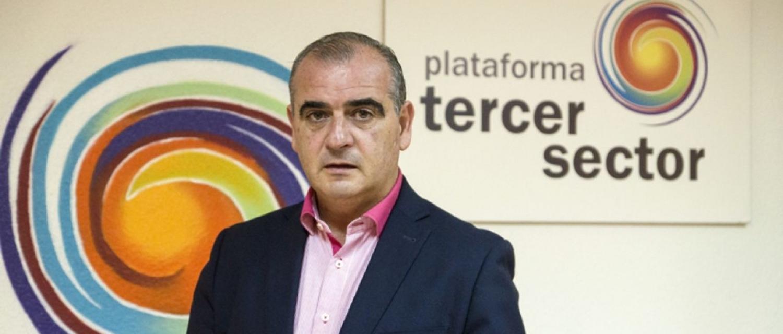 Luciano Poyato con el logo el Tercer Sector