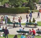 Ciudadanos en un parque