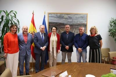 Representantes de la PTS junto a la ministra Valerio, en el centro de la imagen