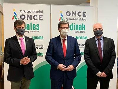 De izquierda a derecha Rafael Ledesma, Juan M Aburto y Juan Carlos Andueza