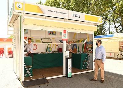 Caseta de la ONCE en la Feria del Libro de Madrid 2021