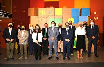 Autoridades, responsables de la ONCE y galardonados con los Premios Solidarios ONCE Región de Murcia 2021