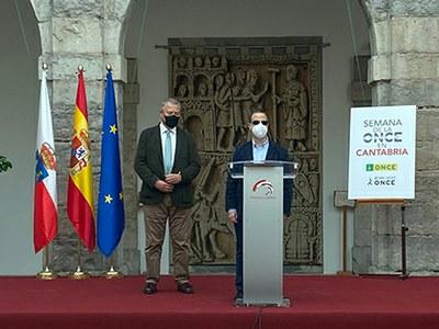 El presidente del Parlamento cántabro y el presidente del Consejo Territorial ONCE Cantabria