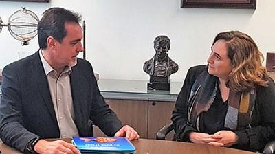 Enric Botí y Ada Colau, durante la reunión mantenida en la Territorial de la ONCE