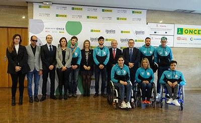 Foto de familia de la inauguración de las Jornadas de Puertas Abiertas de la ONCE en Murcia
