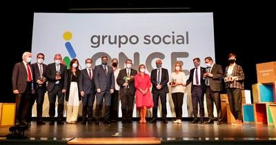 Foto de familia tras la entrega de los Premios Solidarios ONCE Euskadi 2021