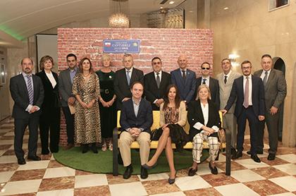 Galardonados con los Premios Solidarios Cantabria 2019, junto a autoridades locales y responsables de la ONCE