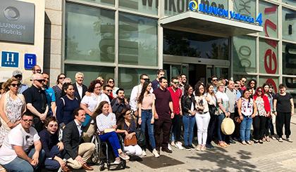 Los jóvenes universitarios ciegos durante su visita al Hotel Ilunion Valencia