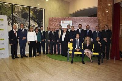 Los premiados con los Solidarios CV 2019, junto a autoridades y responsables de la ONCE