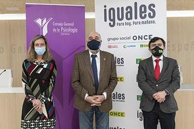 Patricia Sanz, Francisco Santolaya y Alberto Durán, tras la firma del acuerdo