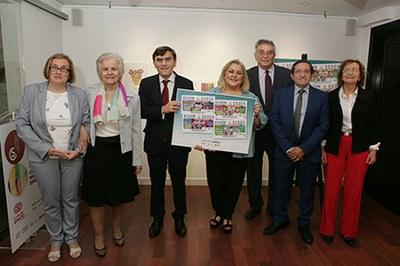Foto de familia de la presentación de la serie de cupones que la ONCE dedica a las personas mayores