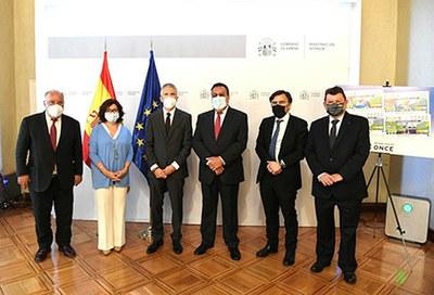 Foto de familia de la presentación de los cupones que la ONCE dedica a la DGT