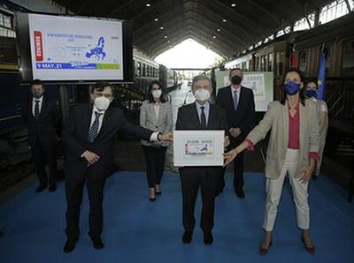 Foto de familia de la presentación del cupón de la ONCE dedicado al Año Europeo del Ferrocarril