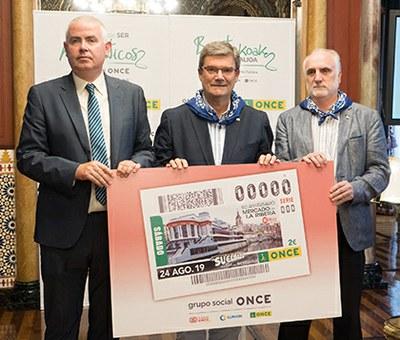 Un momento de la presentación del cupón de la ONCE dedicado al Mercado de la Ribera