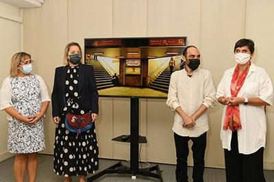 Un momento de la inauguración de la exposición de Víctor Meliveo