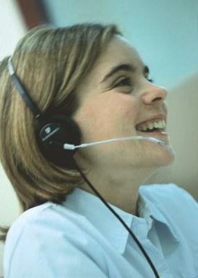 Una telefonista con discapacidad visual