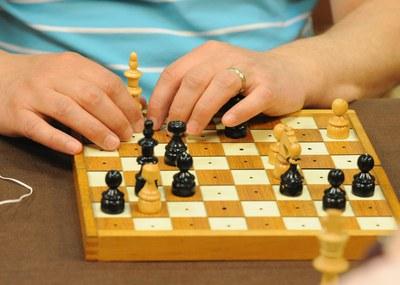 Un tablero de ajedrez accesible para personas ciegas