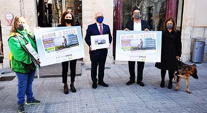 Foto de familia de la presentación del cupón dedicado al Pagès i la Pagesa