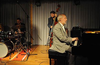 Ignasi Terrraza en un concierto con su trío