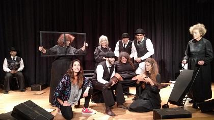 Grupo teatral Homero durante una representación