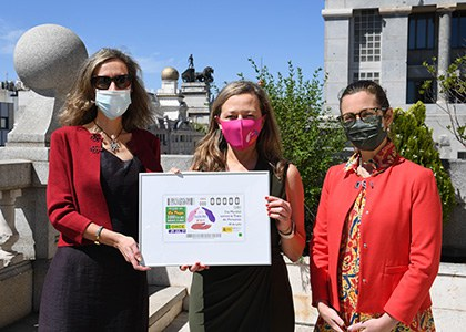 Foto de familia de la presentación del cupón de la ONCE dedicado al Día Mindial contra la Trata de Personas