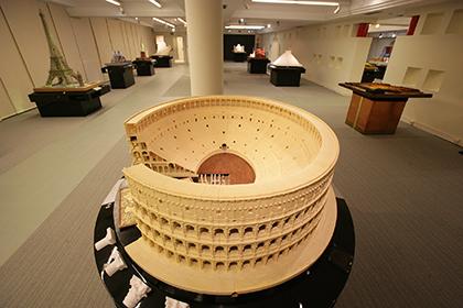 El Coliseo romano, una de las maquetas que se exponen en el Museo Tiflológico