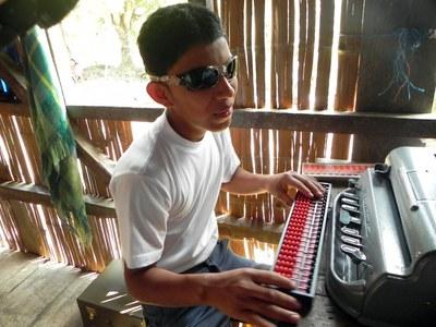 Estudiante ciego en América Latina