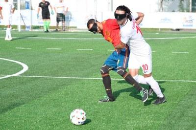 Youseff El Haddaoui ante un rival de Turquía
