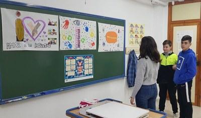 Estudiantes en clase tras la realización del trabajo por la inclusión