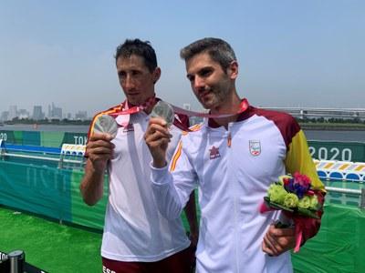 Héctor Catalá y Gustavo Rodríguez tras recibir la medalla de plata
