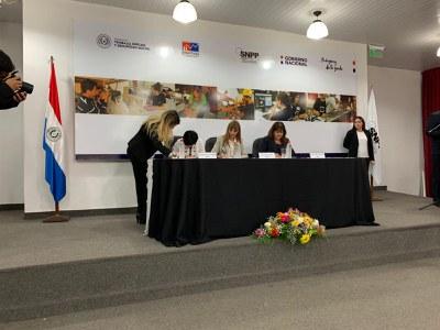 Firma convenio FOAL con el Ministerio de Trabajo de Paraguay