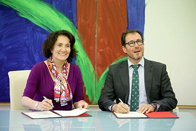 Firma entre la consejera de Cultura y Turismo de Castilla y León y el delegado territorial de la ONCE en la comunidad