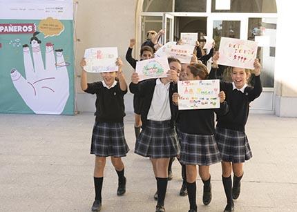 Estudiantes participantes en el 35 Concurso Escolar del Grupo Social ONCE