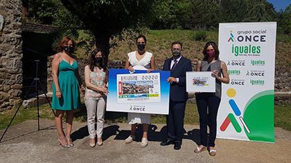 Foto de familia de la presentación del cupón dedicado al gentilicio cheso, de la localidad de Hecho