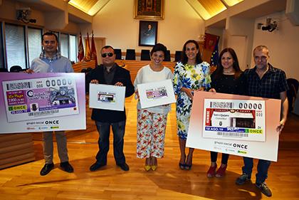 Presentación de los cupones de la ONCE dedicadoa al Teatro Quijano y el Reloj Cervantino de Ciudad Real