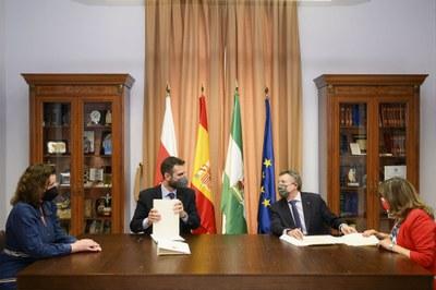Firma convenio con Ayuntamiento de Almería