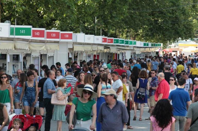 Feria del Libro de Madrid llena de gente