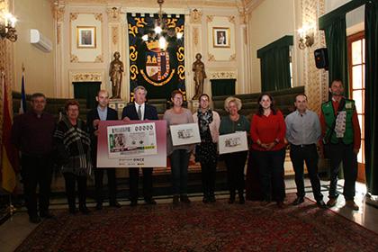 Presentación del cupón dedicado 75 aniversario de la imagen de la Virgen de la Soledad de Jumilla