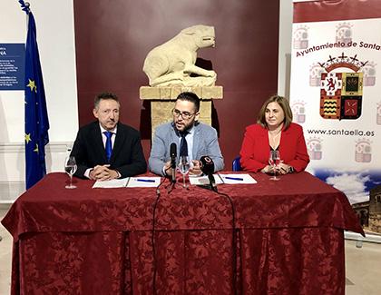 Cristóbal Martínez, José Álvarez y Carmen Aguilera explican el acuerdo firmado