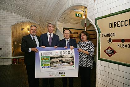 Foto de familia de la presentación del cupón dedicado al Centenario de Metro de Madrid