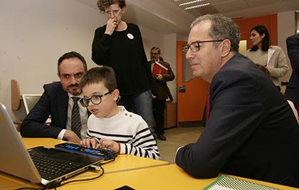Un alumno del CRE de la ONCE muestra su manejo de las Nuevas Tecnologías