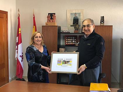 La directora de la ONCE en Salamanca  Mª Ángeles Ruano y Juan Ramón García, alcalde de El Cubo de la Tierra del Vino