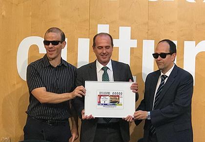 Francisco Marfil, Alberto Rojo y José Martínez presentan el cupón dedicado al Teatro Buero Vallejo