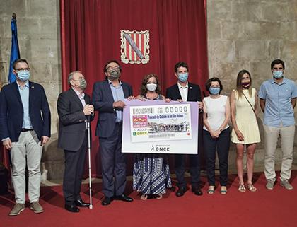 Foto de familia de la presentación del cupón dedicado al 125 aniversario de la Federación de Ciclismo de Illes Balears