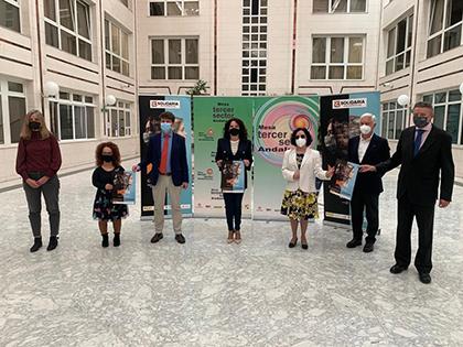 Foto de familia de la presentación del cupón dedicado a la X Solidaria