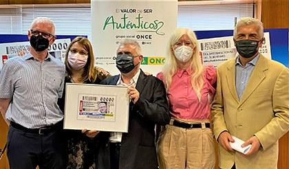 Presentación del cupon dedicado al Día Internacional del Albinismo